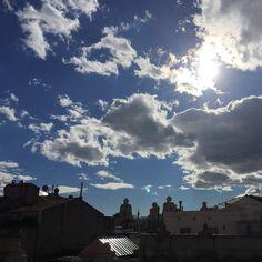 Oggi c'era questa giornata quindi non ho fatto un cacchietto! Hoy el día era así entonces no he hecho un carajo! #nofilter #bcn #barcelona #sky #clouds #heppy #enjoy the #day