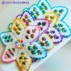 HUZUR SOKAĞI (Yaşamaya Değer Hobiler) Crochet Kitchen, Crochet Home, Beautiful Crochet, Crochet Doilies, Pot Holders, Crochet Patterns, Knitting, Model, Crafts