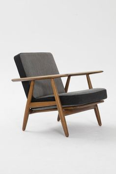 A pair of GE-240 Cigar lounge chairs designed by Hans J. Wegner and produced by Getama in 1955. The frames are in good vintage condition with some signs