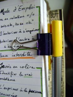 Une pince à papier en guise de porte stylo Paper clip is great as pen holder Vu sur / as seen in : Boho Berry's video Bullet Journal sidekick : https://www.youtube.com/watch?v=j-mHaU9xT0Y