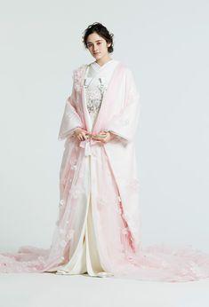 Kimono Fashion, Ethnic Fashion, Japanese Wedding Kimono, Japanese Costume, Dress Outfits, Fashion Outfits, Bridal Gowns, Wedding Dresses, Japanese Fashion