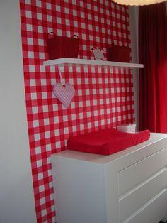 babykamer rood met witte stippen | jut en juul nursery / babykamer, Deco ideeën