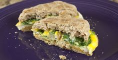 and Egg Breakfast Sandwiches An update on how to make great frozen breakfast sandwiches. This version has eggs, cheese, and spinach!An update on how to make great frozen breakfast sandwiches. This version has eggs, cheese, and spinach! Breakfast And Brunch, Spinach And Eggs Breakfast, Frozen Breakfast, Make Ahead Breakfast Sandwich, Breakfast Recipes, Spinach Egg, Breakfast Ideas, Mexican Breakfast, Homemade Breakfast