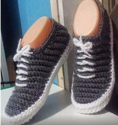 """""""Vans"""" - Crochet Slippers - PDF Pattern -- why am I finding this hilarious? Paula you have so much loverly crochet that I would love the pattern of can I please and tell me how many thanks. Crochet Booties Pattern, Crochet Boots, Crochet Slippers, Knit Or Crochet, Crochet Crafts, Crochet Clothes, Crochet Projects, Free Crochet, Crochet Patterns"""
