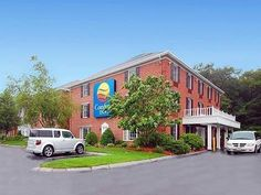 Foxborough (MA) Comfort Inn United States, North America Set in a prime location of Foxborough (MA), Comfort Inn puts everything the city has to offer just outside your doorstep. The hotel offers a wide range of amenities and perks to ensure you have a great time. Free Wi-Fi in all rooms, facilities for disabled guests, Wi-Fi in public areas, car park, restaurant are just some of the facilities on offer. Some of the well-appointed guestrooms feature desk, internet access – LAN...