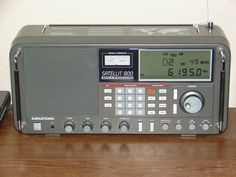 Grundig Satellit 800 Portable/Table Top General Coverage Receiver.