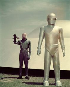 The Day the Earth Stood Still dir. Robert Wise), one of my all time favorite movies. Where is Gort now that we need him? Classic Sci Fi, Classic Movies, Old Movies, Great Movies, Vintage Movies, Science Fiction, Fiction Movies, Pop Art Poster, Robert Wise