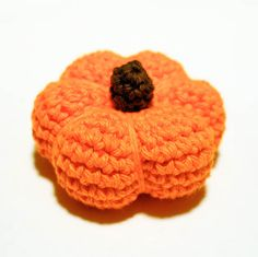 Halloween pumpkin crochet pattern ... I love autumn! I love pumpkins and gourds and colorful leaves and mums ... I love all those burnt colors of reds and golds and browns ... and I love crocheting little autumn lovelies to decorate my home. And, of course, I love being able to share my patterns with you :) I hope you enjoy this sweet little pumpkin pattern!