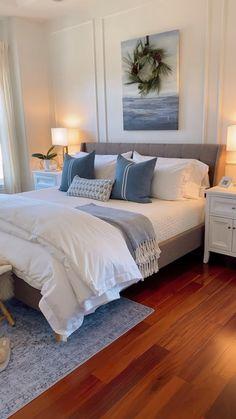 Cozy Bedroom, White Bedroom, Bedroom Decor, Winter Home Decor, Master Bedroom Design, Contemporary Bedroom, My New Room, Beautiful Bedrooms, Home Furniture