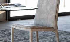 Sedia da soggiorno Sveva Sveva è una sedia con struttura in acciaio e cuscino morbido su seduta e schienale e gambe rivestite. E' disponibile in versione alta o bassa. Rivestimenti: ecopelle, econabuk, tessuto, lana, pelle. Guarda la campagna pubblicitaria