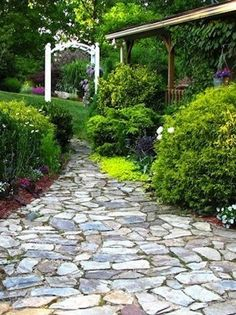 Garden Paths: 12 Easy-To-Imitate Stone Walkways