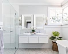 "ADP Australia on Instagram: ""Our London vanity looks incredible in this Hamptons inspired bathroom by @northlightdevelopments ⁣ 📸 by @the.palm.co ⁣ #APDVanities ⁣ ⁣ * ⁣…"" Budget Bathroom, Small Bathroom, Bathroom Ideas, Bathroom Laundry, Bathroom Designs, Bathroom Design Software, Bathroom Interior Design, Hamptons House, The Hamptons"
