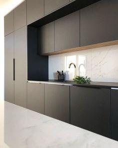 Luxury Kitchen Design, Kitchen Room Design, Kitchen Cabinet Design, Kitchen Layout, Interior Design Kitchen, Kitchen Designs, Interior Modern, Black Kitchen Decor, Home Decor Kitchen