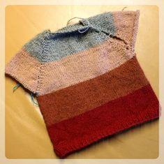 Baby-Pullover – Tipps&Tricks – Strick – Ideen Baby sweater – tips & tricks – knitting – ideas Image Size: 740 x 739 Source Knitting Baby Girl, Knitting For Kids, Knitting For Beginners, Girls Knitted Dress, Knit Baby Dress, Knitted Baby Blankets, Baby Girl Blankets, Baby Blog, Baby Sweaters