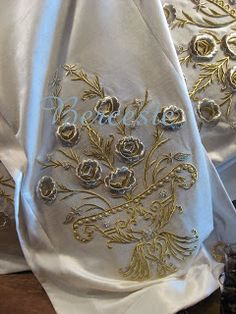 Crewel Embroidery, Embroidery Dress, New Project Ideas, Decorative Towels, Gold Work, Scarf Styles, Handicraft, Damask, Applique