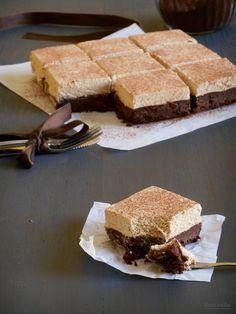 Pastel fondante de chocolate con cobertura de mascarpone y café