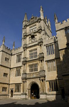 entrance to the Bodleian Library through the early 17th century 'Tower of the Five Orders', so called for its use of five different styles of classical columns, c.1613-19, Old School Quadrangle, Oxford University, UK.