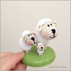 Micro lamb and his friends   DoubleTrebleTrinkets Free pattern for the micro lamb