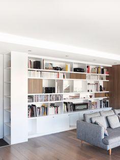 rénovation appartement paris 14 - vue bibliothèque salon                                                                                                                                                     Plus