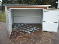 Fahrradbox Radhaus Fahrradschuppen Fahrradgarage Fahrradunterstand Bikeport Source by Garden Bike Storage, Outdoor Bike Storage, Bicycle Storage, Easy Garage Storage, Shed Storage, Garage Velo, Bike Shelter, Bike Shed, Garage Design