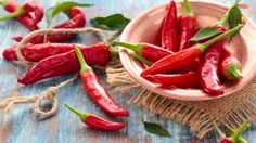 Almost everyone knows chili peppers for their 'heat' or 'spiciness' but not a lot of people are aware of just how healthy this food is. Chili peppers offer a number… Metabolism Boosting Foods, Speed Up Metabolism, Capsicum Annuum, The Bo, Acerola, Fat Burning Supplements, Fat Loss Diet, Stuffed Hot Peppers, Diet Tips