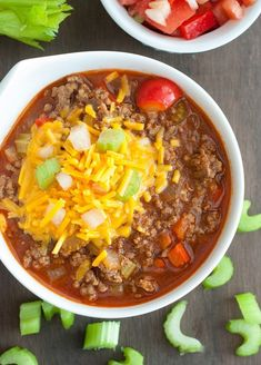 Low Carb Chili - extremly easy and oh so delicious! One of my go to dinners that the whole family loves.