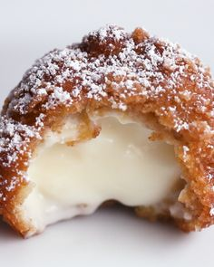 Fried Cinnamon Crunch Cheesecake Bites - Here's what you need: cream cheese, vanilla extract, granulated sugar, heavy cream, cinnamon crunc. Mini Desserts, Easy Desserts, Dessert Recipes, Deep Fried Desserts, Easy Delicious Desserts, Jello Desserts, Dishes Recipes, Recipes Dinner, Baking Recipes