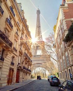 A lovely, shiny and sunny day in Paris, France🇫🇷 Paris Images, Paris Pictures, Paris Photos, Paris Torre Eiffel, Paris Eiffel Tower, Places To Travel, Places To Visit, Paris Wallpaper, Romantic Paris