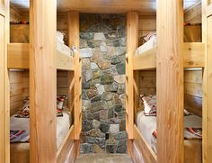 Oregon Log Bunk Room Love this idea!!! For kids and guests!