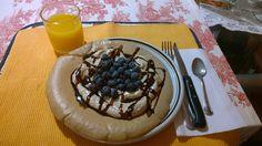 Colazione: Pancake proteico con yogurt greco al caffè, mirtilli e nesquik squeeze. #DanieleBertaggia www.db-madmethod.com www.danielebertaggia.it