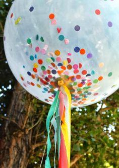 Confeti en un globo transparente, ¡tan festivo! / Confetti in a transparent balloon, so festive!