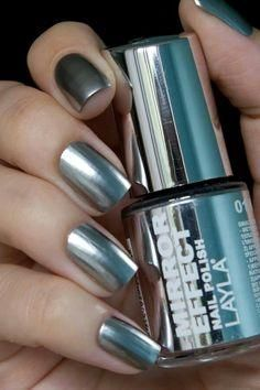 Layla Mirror Effect Chrome Nail Polish >> 12 Mirror Manicure – A New Trend of the Spring Season Chrome Nail Polish, Chrome Nails, Polish Nails, Trendy Nails, Cute Nails, My Nails, Metallic Nails, Silver Nails, Mirror Effect Nail Polish