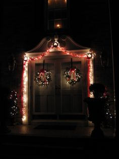 outside christmas decor - How To Put Up Christmas Lights Outside