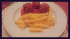 Albóndigas con patatas fritas. Tahona Artesanal Gourmet Bilbao.