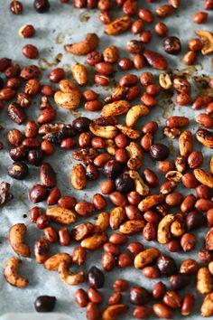 Astetta parempi pähkinä-valkosuklaafudge (+ arvonta) - Suklaapossu Beans, Vegetables, Food, Essen, Vegetable Recipes, Meals, Yemek, Beans Recipes, Veggies