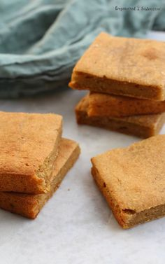 This comforting, hearty paleo plantain bread features the naturally sweet flavor of ripe plantains and a hint of cinnamon. Paleo Autoinmune, Paleo Bread, Paleo Baking, Gluten Free Baking, Paleo Recipes, Free Recipes, Alkaline Recipes, Alkaline Diet, Brunch Recipes