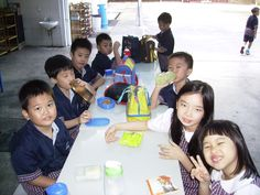 2A class is having lunch in the Canteen at the 1st week going to school