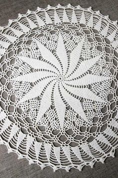 Your place to buy and sell all things handmade Vintage Crochet, Vintage Lace, Etsy Vintage, Crochet Doilies, Hand Crochet, Wedding Table Centerpieces, Table Decorations, Chrochet, Pinwheels
