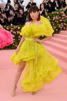 Now so mellow yellow: The singer stunned in an asymmetrical neon yellow dress which an ext. Gala Charli XCX turns heads in a thigh-high split ruffled neon yellow dressZand Charli Xcx, Anna Wintour, Christian Siriano, Neon Yellow Dresses, Yellow Gown, Lady Gaga, Susan Sontag, Florence Welch, Sienna Miller