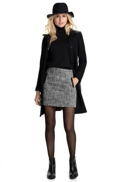 35 Simple and Casual Mini Skirt Ideas You Can Try – Decor Style 2019 Casual Work Outfits, Work Attire, Winter Outfits, Mini Skirt Outfit Winter, Spring Outfits, 80s Fashion, Curvy Fashion, Fashion Outfits, Womens Fashion