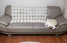 예뻐져라.  구멍이 숭숭  채워야지. 열심히  즐겁게 하는데  자꾸 기운빼는 일만 생기네.   #꽃블랭킷 #꽃모티브 #모티브블랭킷 #크로쉐블랭킷 #motifblanket #crochetblanket #crochetstagram by limpid_water