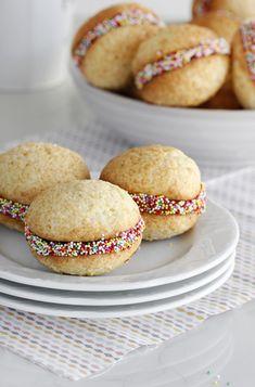 וופי פאי שוקו-קוקוס עם סוכריות צבעוניות