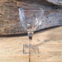 Ποτήρι Γάμου Κρασιού Τετράγωνο Κρυστάλλινο White Wine, Wine Glass, Alcoholic Drinks, Tableware, Dinnerware, Tablewares, White Wines, Liquor Drinks, Alcoholic Beverages