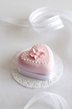 Pink Heart Petit Fours Pretty Wedding Cakes, Pretty Cakes, Beautiful Cakes, Cake Wedding, Wedding Cake Cookies, Cupcake Cookies, Little Cakes, Small Cake, Bridal Musings