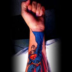 It's safe to say that probably one of the most popular tattoos out there is of the superhero Superman. In all honesty who doesn't even know Superman nowadays? Piercings, Piercing Tattoo, Image Tatoo, Guardians Of The Galaxy, Body Art Tattoos, Tatoos, 3d Tattoos, Superman Tattoos, Tori Tori