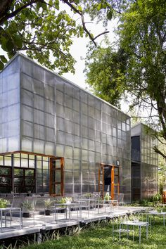 Image 1 of 17 from gallery of Lan Din / Sher Maker. Photograph by Chaiyaporn Sodabunlu Facade Architecture, Residential Architecture, Green Facade, Warehouse Design, Facade Design, Glass House, Exterior, Gallery, Building