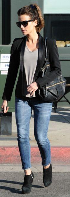 Who made Kate Beckinsale's black suede boots, sunglasses, and black handbag? Shoes – Yves Saint Laurent  Purse – Givnenchy  Sunglassses – Oliver Goldsmith