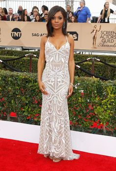2016 SAG Awards: Zuri Hall is lovely in a white beaded Hailey Paige dress with a sweetheart neckline. Zuri is a new correspondent for E! News. I love this dress! It fits her beautifully and I like the beading.