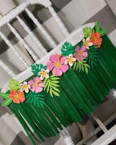 Aloha Hawaiano primer cumpleaños tema trona falda falda Aloha Hawaiian first birthday theme highchair skirt banner Hawaiian Birthday, Flamingo Birthday, Luau Birthday, Birthday Parties, Moana Birthday Party Ideas, Hawaiian Parties, Hawaiian Luau, Hawaiian Skirt, Birthday Chair