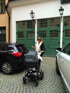Carolina Gynning is nailing that mamastyle with Brio Go Next!  #BRIO #briogonext #stroller